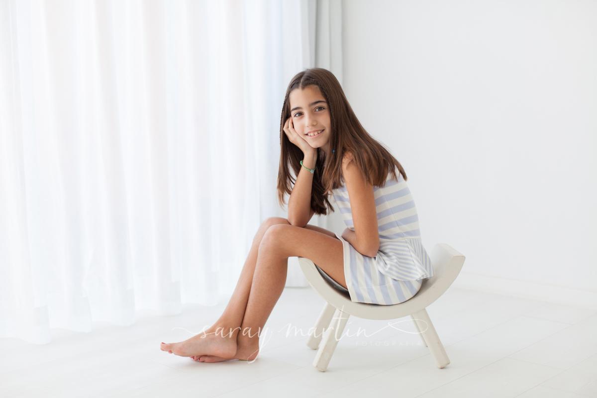 niña silla