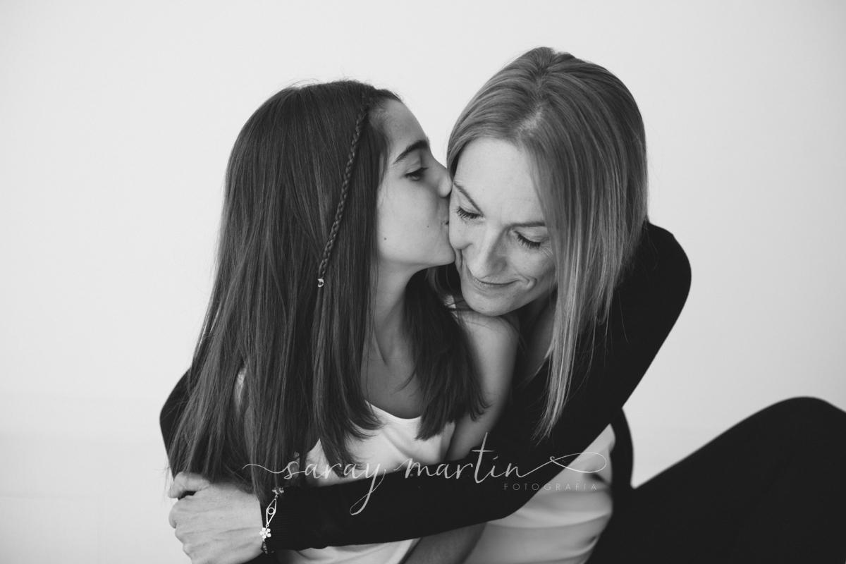 hija besa madre