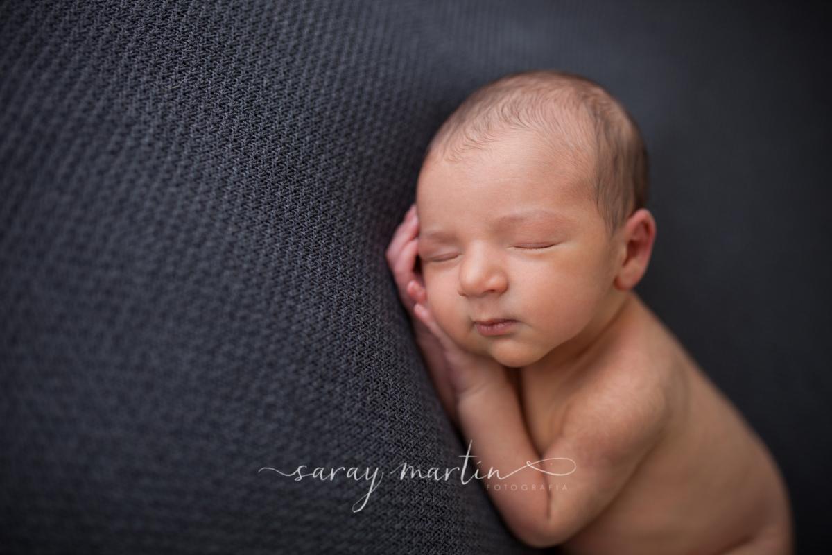 primer plano de bebe durmiendo