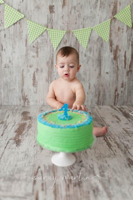 bebe con pastel