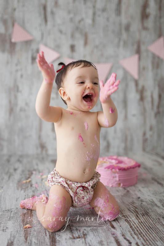 bebe feliz pastel