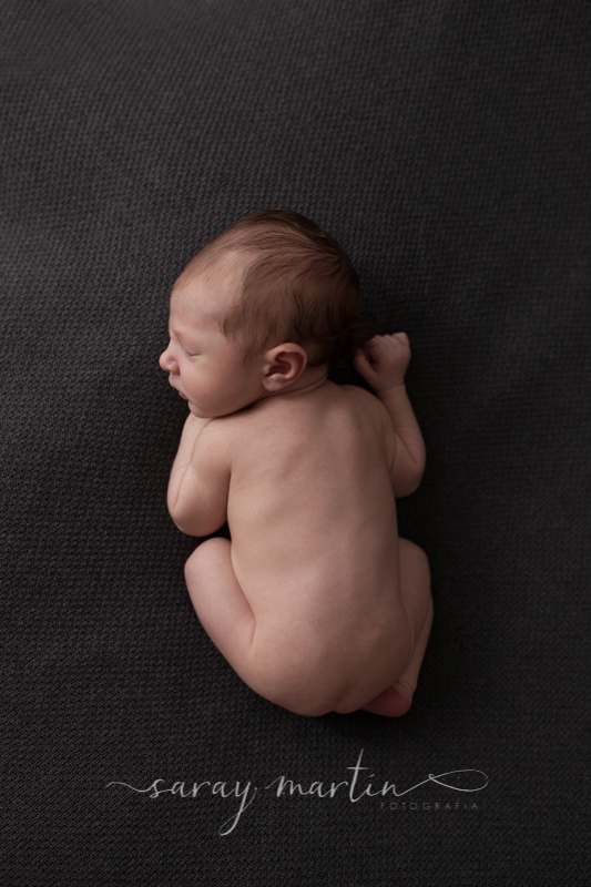 bebe de espalda
